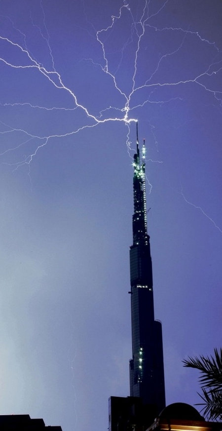 burj-lightning-1
