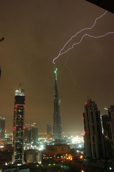 burj-lightning-2