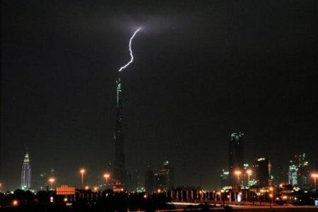 burj-lightning-3